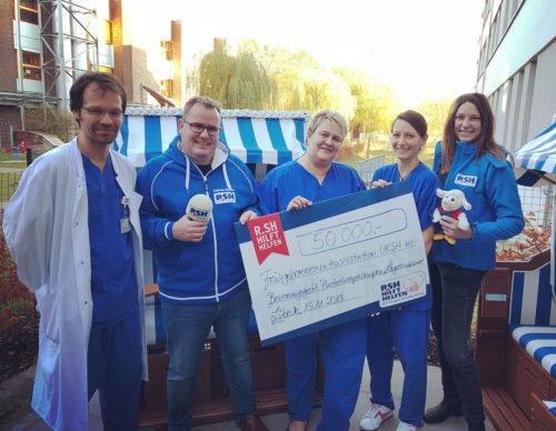 R.SH hilft helfen - 50.000 Euro für die Frühchen-Station in Lübeck